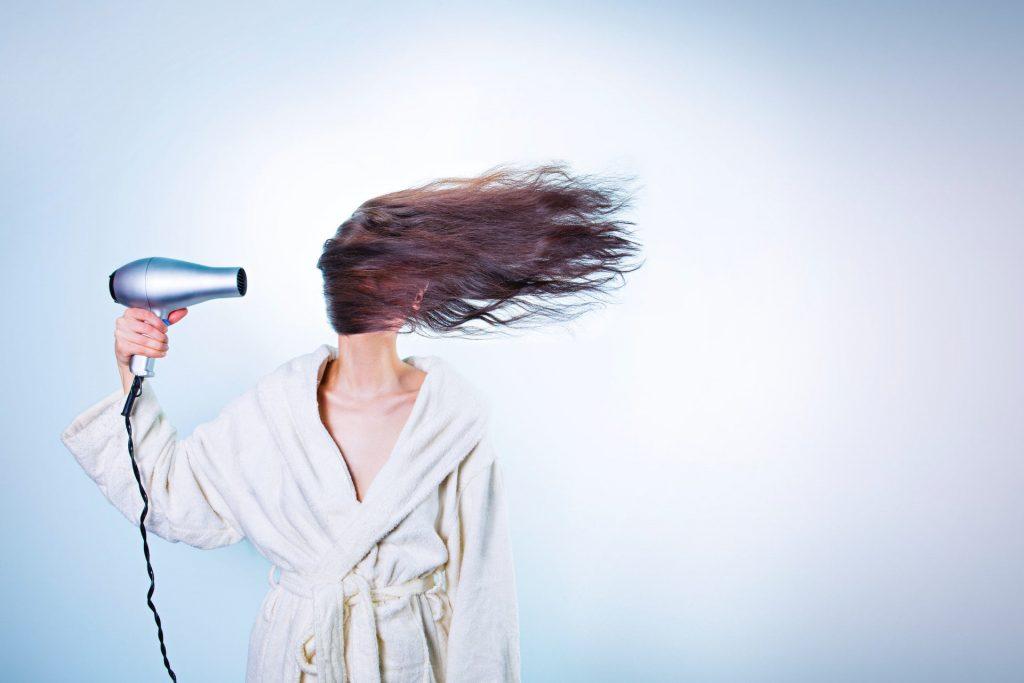 Hårfön illustrerar ett tips för att jobba effektivt hemma